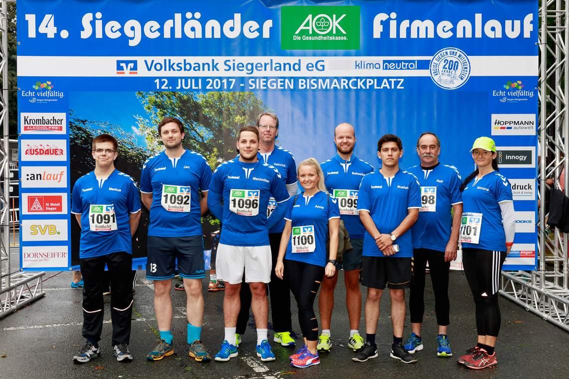 Gruppenbild der Läufer die am 14.Firmenlauf teilgenommen haben
